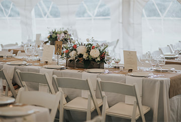 Barn wedding tent seating
